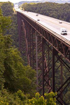 """El puente New River Gorge, Virginia Occidental, EE.UU. """"A veces, si usted no está seguro acerca de algo, sólo hay que saltar desde el puente y hacer crecer sus alas en el camino"""" de Danielle Steel"""