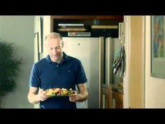 Odd-Bjørn Hjelmeset kutter frukt til familien Polo Ralph Lauren, Youtube, Mens Tops, Youtubers, Youtube Movies