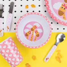 A wonderful pink melamine set consisting of a plate, bowl and cup. Brightly coloured and printed with adorable giraffes, this melamine gift set is perfect for the little ones to enjoy their meal times. Cutlery sold separately.