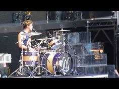 5 Seconds of Summer - Teenage Dream (cover) + HAPPY BIRTHDAY, ASHTON - Hershey Park Stadium (7/6/13) this is adorable and made my day omg i love them more that everything