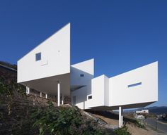Pure Drama: 8 Gravity-Defying Homes Sited on Steep Slopes