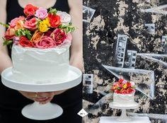 tel aviv urban black and white cake with flower top DIY Tel Aviv, Urban, Black And White, Cake, Flowers, Blog, Diy, Black N White, Bricolage