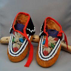 Native American Indian Mohawk Iroquois Beadwork Moccasins 19th Century #MohawkTribe