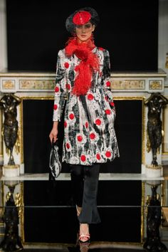 See all the Collection photos from Armani Prive Spring/Summer 2019 Couture now on British Vogue Fashion Week, Fashion 2020, Fashion Brands, Fashion Show, Fashion Looks, Armani Prive, Giorgio Armani, Armani Collection, Couture Collection