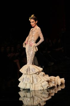 Spanish Woman, Spanish Style, Spanish Fashion, Frou Frou, Clothes Horse, High Fashion, Flamenco Dresses, Prom Dresses, Gowns
