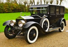 This is a 1924 Canterbury Landaulette Rolls Royce. The Rolls Royce is still a very well known car. This is important because it is one of the first cars to be made. Old Vintage Cars, Old Cars, Vintage Theme, Vintage Ideas, Vintage Trucks, Rolls Royce, 1920s Car, 1930s, Antique Cars For Sale