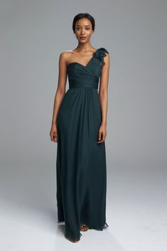 Stunning one shoulder crinkle chiffon bridesmaids dress with ruffle detail from Amsale, shown in Hunter . Amsale Bridesmaid, Fall Bridesmaid Dresses, Green Bridesmaids, Bride Dresses, Wedding Dresses, Elegant Dresses, Casual Dresses, Long Dresses, Types Of Dresses
