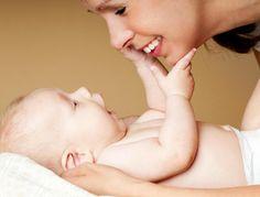 Developpement du toucher Dès ses premières semaines de vie, bébé peaufine ses sensations tactiles, déjà actives in utero, et qui sont pour lui sources d'informations. Explications