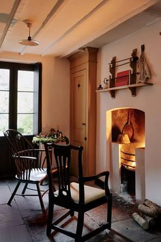 Pedro da Costa Felgueiras Georgian house in east London | House & Garden Kitchen Cabinet Remodel, New Kitchen Cabinets, Built In Cabinets, Kitchen Stove, Cupboards, Foyers, Home Design, Interior Design, Cosy Home