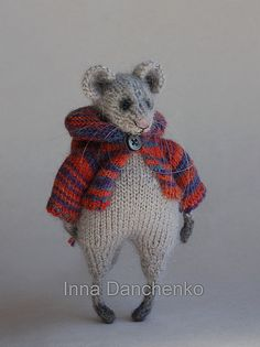 Knitted Mouse Toy Soft Sculpture ready to by InnaDanchenkoArt Knitted Animals, Felt Animals, Easy Knitting Patterns, Knitting Projects, Crochet Yarn, Knitting Yarn, Pet Toys, Doll Toys, Cute Mouse
