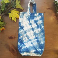 Summer Blue Hand dyed Wine Bag. Shibori, Tie dye. Perfect host gift or picnic accesory by Grafeeq on Etsy
