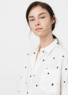 Shirt mit aufgestickten sternen | MANGO