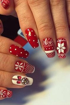 xmas nail designs and holiday nails 2019 - Reny styles Christmas Gel Nails, Holiday Nails, Christmas Nail Art Designs, Winter Nail Designs, Christmas Design, Glitter Gel Nails, Gold Nails, Swatch, Christmas Nails