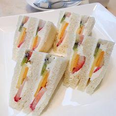 おかず食堂番外編です。東京におじゃましています。憧れのフルーツサンドいただきました。 (千疋屋総本店 KITTE丸の内店)