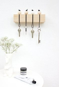 Never Misplace Keys Again: DIY Ways To Store Lots of The Little Losable Things | Apartment Therapy Main | Bloglovin'