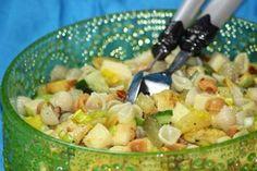 Kanapeet: Juustoinen broileri-pastasalaatti Street Food, Fruit Salad, Finger Foods, Potato Salad, Potatoes, Healthy, Ethnic Recipes, Tuli, Party