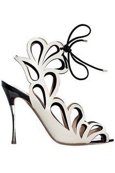 Nicholas Kirkwood, first pair of white heels I've ever loved. Women's Shoes, Zapatos Shoes, Cute Shoes, Me Too Shoes, Shoe Boots, Nicholas Kirkwood, Stilettos, High Heels, Fashion Shoes