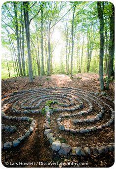 Building a labyrinth? Lars Howlett is an expert labyrinth designer and master builder offering site visits, workshops, tours, and events. Forest Garden, Garden Paths, Garden Art, Garden Landscaping, Garden Design, Labyrinth Maze, Labrynth, Belle Plante, Meditation Garden