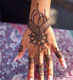 Pretty Henna Designs, Beginner Henna Designs, Henna Designs Easy, Mehndi Art Designs, Henna For Beginners, Wedding Henna Designs, Arabic Henna Designs, Henna Tattoo Muster, Tattoo Henna