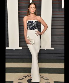 Kate Beckinsale attends the 2016 Vanity Fair Oscar Party