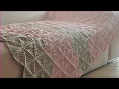 Learn how to make a beautiful crochet triangles bed cover for your bedroom! This cover is very simple to make and looks very elegant in your bedroom. Crochet Bedspread Pattern, Crochet Blanket Patterns, Crochet Stitches, 3d Triangle, Crochet Triangle, Crochet Hat Tutorial, Manta Crochet, Crochet Home, Crochet Doilies