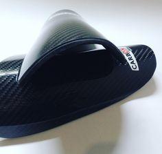 Con apenas 3mm de grosor.. 🕷️Ultraligeras 💍Cómodas 🛄 30gr  ¡Protégete cómo los profesionales! 📍 www.carbonplus.es 📧 info@carbonplus.es 📞 688906884 #100x100carbono #espinilleras #love #instagood #photooftheday Pool Slides, Love, Sandals, Shoes, Fashion, Carbon Fiber, Amor, Moda, Shoes Sandals