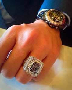 Holidays - The Lord Rings - Lord - Anillos Ideas - Ringe Diamanten Mens Diamond Pinky Rings, Mens Gold Rings, Mens Gold Jewelry, Rings For Men, Men's Jewelry Rings, Jewelery, Versace Jewelry, Gold Ring Designs, Gold Chains For Men