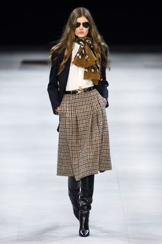 Celine Fall 2019 Ready-to-Wear Fashion Show - Celine Fall 2019 Ready-to-Wear Collection - Vogue Source by momnipresent. Fashion 2020, Runway Fashion, High Fashion, Fashion Show, Womens Fashion, Fashion Trends, Petite Fashion, Cheap Fashion, Fashion Tips