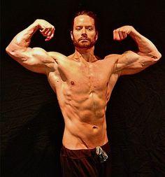 Tensar los músculos para más hipertrofia