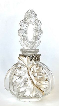 Antique Perfume Bottles, Vintage Perfume Bottles, Small Bottles, Glass Bottles, Antique Vanity, Beautiful Perfume, Bottle Art, Sugar And Spice, Vintage Art