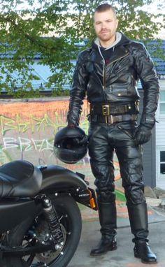 Sexy Biker Men, Mens Biker Style, Motard Sexy, Bike Leathers, Mens Leather Pants, Motorcycle Suit, Men In Uniform, Sensual, Leather Fashion