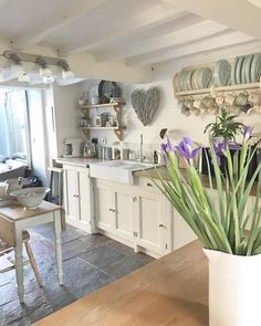 Shrewd upgraded french country home decor pop over to these guys Cottage Kitchens, Home Kitchens, Kitchen Decor, Kitchen Design, Kitchen Ideas, Deco Champetre, Estilo Country, Deco Retro, Country Style Homes