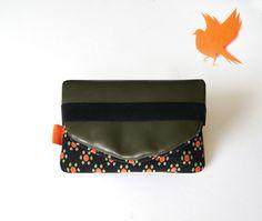 "Blague à tabac en cuir kaki ""Fleurs orange et kaki"" : Etuis, mini sacs par naranja"