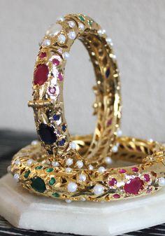 Indian Jewelry Earrings, Indian Wedding Jewelry, Bead Jewellery, Pendant Jewelry, Jewelry Art, Beaded Jewelry, Jewelery, Jewelry Design, Gold Bangles For Women