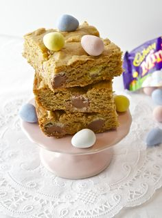 These seem super yummy!! Peanut Butter Chocolate Mini Egg Blondies | flavor the moments