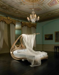 Beautiful Canopy Bed Design for Romantic Bedroom Interior & 9 best DIY sculptural beds 2014 images on Pinterest   Creative beds ...