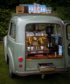 bread truck for coffee stand Café Mobile, Mobile Cafe, Food Trucks, Café Vintage, Coffee Food Truck, Bar Deco, Mobile Coffee Shop, Mobile Coffee Cart, Mein Café