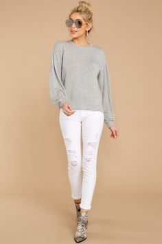 sewn in knit sweater in grey produced 64 White Jeans Outfit, Grey Outfit, Denim Outfit, White Pants, Fall Outfits, Casual Outfits, Fashion Outfits, Women's Fashion, Sweatshirt Outfit