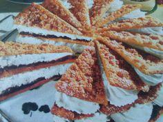Fríský dort se švestkovými povidly a šlehačkou