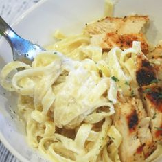 This fettuccini alfredo sauce is easy and cheap! Have a fancy dinner at home!