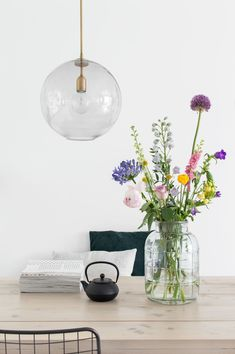 Interior Styling, Interior Decorating, Dinner Room, Moraira, Happy House, Scandinavian Living, Simple Flowers, Dream Decor, Plant Decor