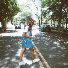 Eu particularmente sou apaixonada por essa mocinha, a Viih Rocha . Não só pelo jeito simples mas pela versatilidade fashion que ela sabe ... Fashion Moda, Look Fashion, Fashion Outfits, Jeans And Converse, Blog Pictures, Tumblr Fashion, Girl Inspiration, Summer Photos, Tumblr Girls