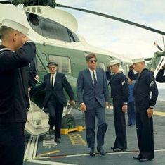 Usa President, Navy Sailor, John Fitzgerald, American Presidents, Jackie Kennedy, Us History, Jfk, Politicians, Green Eyes