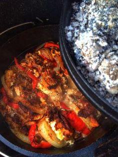 Eigentlich kann man Gyros in jeder Variante zubereiten, sei es auf dem Grill in der Pfanne oder im Backofen. Meine Variante die ich euch vorstellen möchte wird in der Art vom Schichtfleisch zubereitet. von RICCIKING´S BBQ