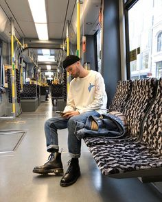 Always on the go 🛸 werbung Dr Martens Outfit, Dr Martens Style, Indie Men, Mode Hipster, Boy Fashion, Mens Fashion, Look Man, Vetement Fashion, Stylish Mens Outfits