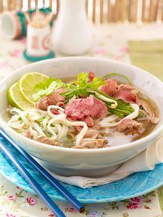 Pho Bo (Vietnamesische Nudelsuppe mit Rindfleisch)