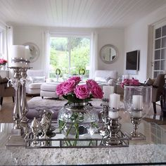 Home sweet home💗Have a lovely Sunday everyone 💕💗💕 Glam Living Room, Home And Living, Living Room Decor, Bedroom Decor, Elegant Home Decor, Elegant Homes, Decorating Coffee Tables, Tray Decor, Deco Design
