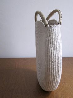Round winter white bag made out of cotton rope and up cycled full-grain white leather. A striking monochromatic look. This bag is durable and roomy enough to fi Crochet Rope, Bead Crochet, Boho Bags, Basket Bag, Crochet Purses, Cheap Bags, Cotton Rope, Knitted Bags, Handmade Bags