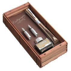 Online 37712 Kalligrafie-Füllhalter Newood, 1.4 mm, Griffstücke 0.8 und 1.8 mm, Tintenglas mit brauner Tinte und Konverter, Bamboo Box, holz von Online Schreibgeräte, http://www.amazon.de/dp/B001551BKM/ref=cm_sw_r_pi_dp_EvHetb05KGRJS