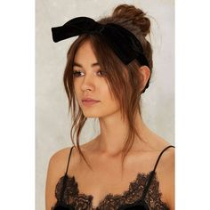 Bow Out Velvet Headband (36 BRL) ❤ liked on Polyvore featuring accessories, hair accessories, velvet headband, bow headwrap, bow headbands, hair band accessories and head wrap hair accessories
